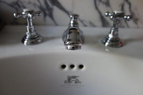 Hotel Thoumieux : Bathroom sink