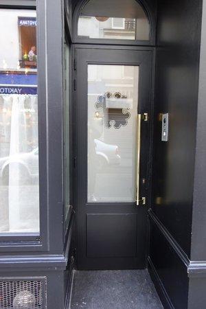 Hotel Thoumieux : Front door