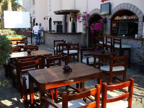 Jobo's Sports Bar & Restaurant : Outside tables