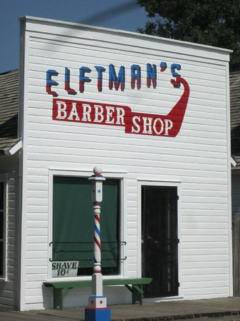 Stuhr Museum of the Prairie Pioneer: Railroad Town barber shop