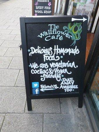 The Wallflower Cafe: Board on main road