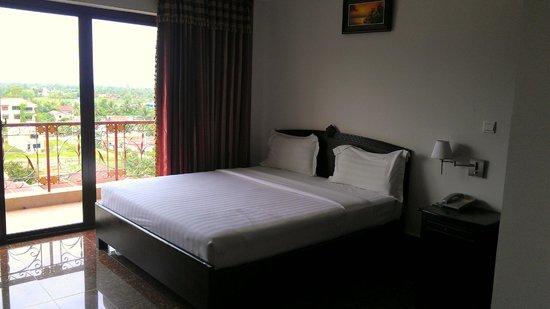 Photo of Kampot Diamond Hotel