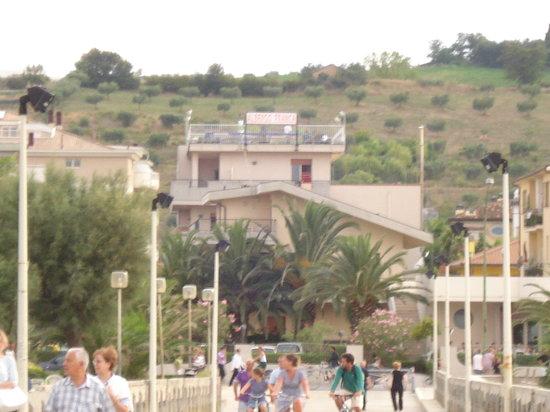 Franca Hotel: hotel franca visto dal molo
