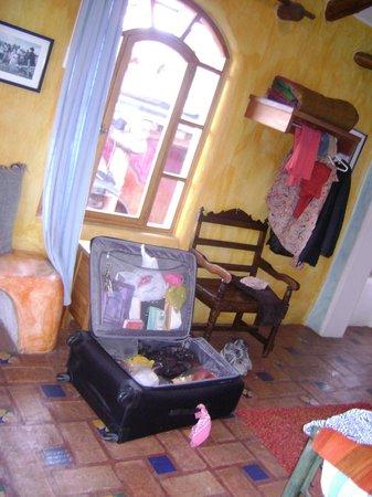 La Casa Sol Otavalo: Vista do meu quarto multicolorido.