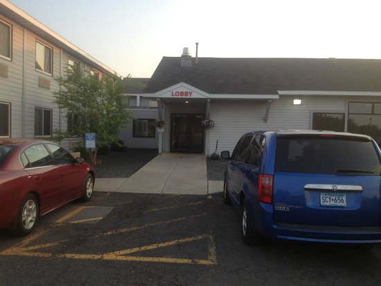 Econo Lodge Near Miller Hill Mall: front entrance to hotel - minus kids smoking