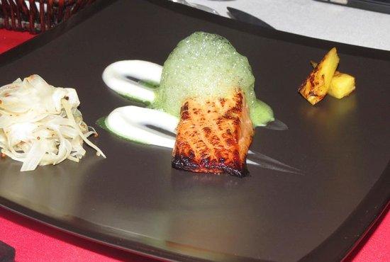 Restaurant Martin by Martin Berasategui : Grilled salmon