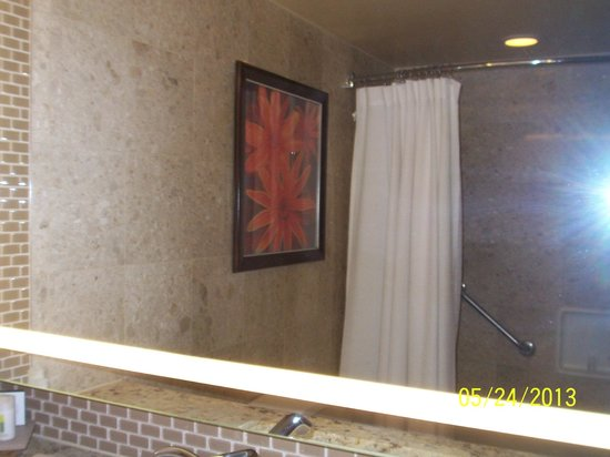 The Mirage Hotel & Casino: Mirror view of the shower