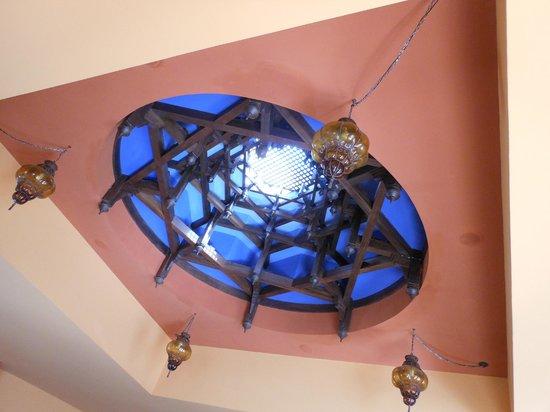 La Palmeraie Hotel: Most beautiful ceiling in the bar area