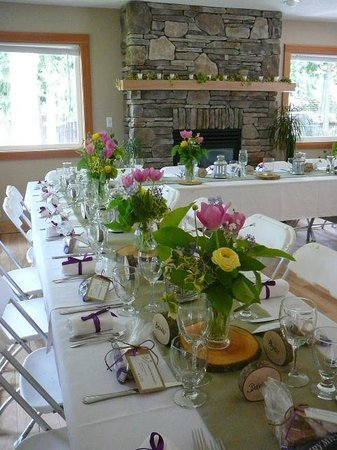Chilliwack Riverfront Sanctuary: Great Room - perfect for small fireside reception