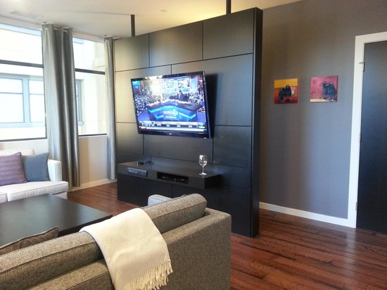 Two Thirty-Five: Luxury Suites: Plaza suite