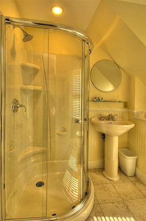 Lotus Guest House: Our beautiful new bathrooms