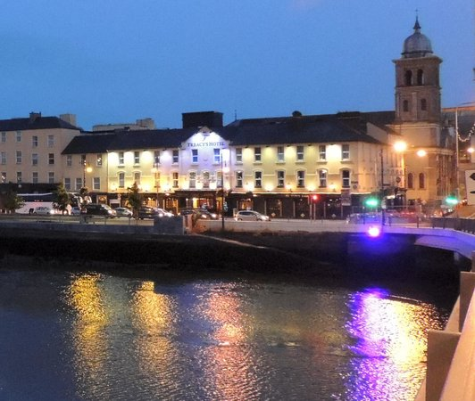 Treacys Hotel Waterford: Early Evening from the bridge