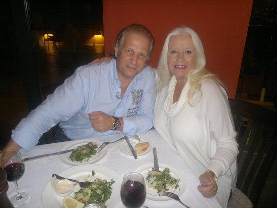 La Bruschetta: Mijn man en ik binnen Salade Rucola met champignons en Parmezaanse Kaas