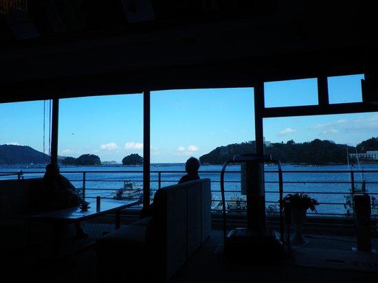 Hotel Meyurara: 喫茶フロアから鳥羽湾を望む