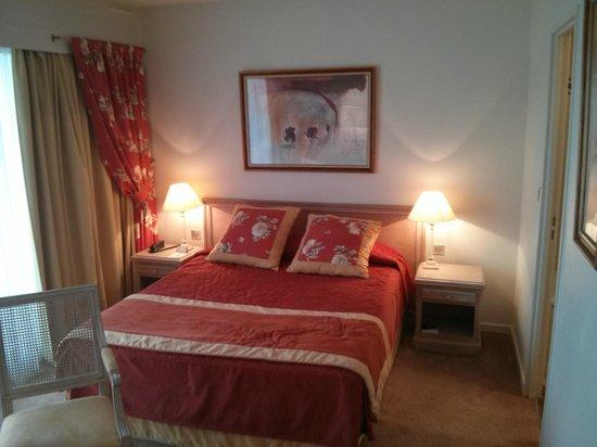 Hotel Charlemagne : Cama