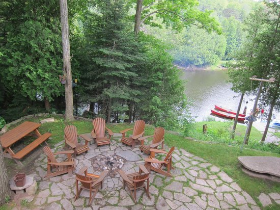 Sauble Falls Bed & Breakfast: Patio