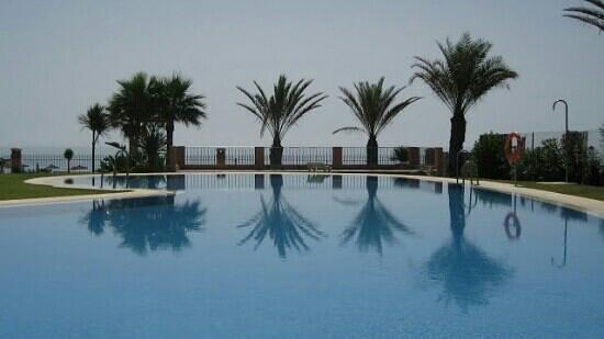 Apartamentos Turisticos Don Juan: Sea view from Pool and Gardens