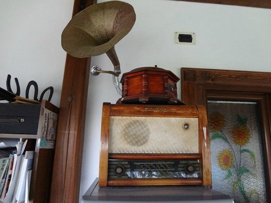 Italy Farm Stay: Old Radio outside my room