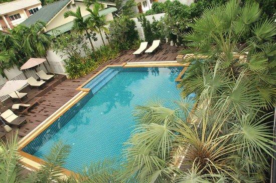 Dee Andaman Hotel: Piscina