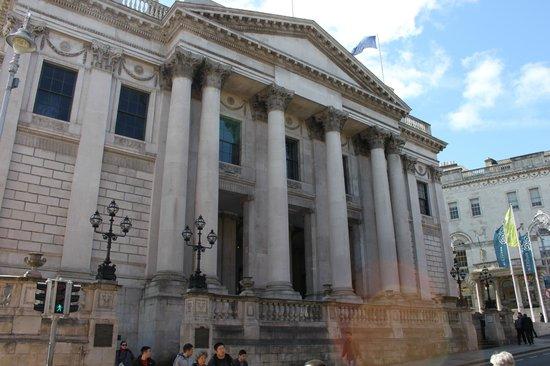 City Hall: Ingreso al edificio