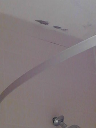 Days Inn by Wyndham Myrtle Beach: Black mold on ceiling
