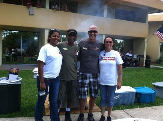 La Quinta Inn Daytona Beach/International Speedway: Staff hosting the 4th of July BBQ