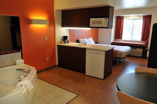 Motel 6 Sandusky-Huron: Whirlpool Suite
