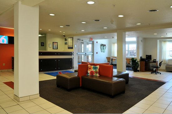 Motel 6 Sandusky-Huron: Lobby
