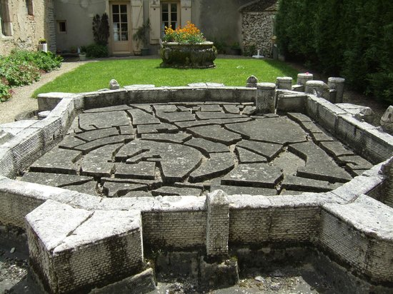 Musée du Vin de Bourgogne : Weird concrete model of Beaune in medieval times