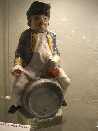 Musée du Vin de Bourgogne : A weird porcelain figure of a soldier sitting on a barrel