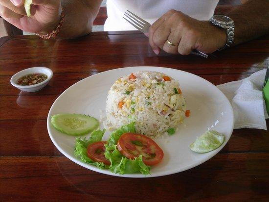 Grand Thai House Resort: repas sur la plage