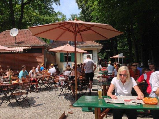 Waldgaststätte Parkhäusl: gemütliches Ambiente im Grünen