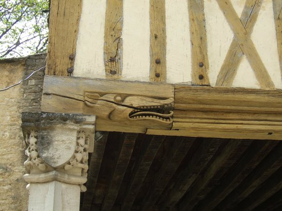 Musee du Vin de Bourgogne: A carving on the jettied beam