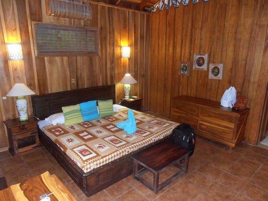 Hotel Kokoro Arenal: Rustic cabin room