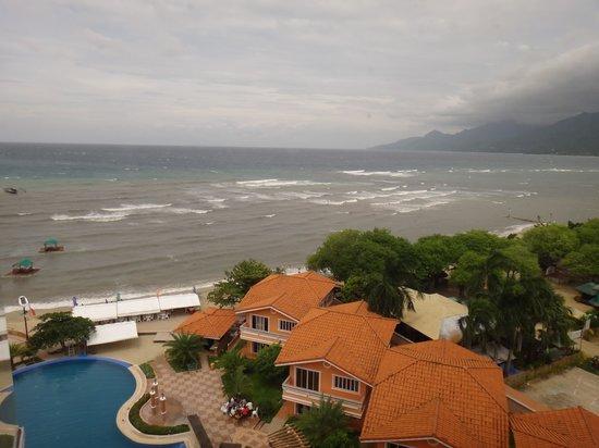 Estrellas de Mendoza Playa Resort: View form the 5th floor looking at the pool and beach.