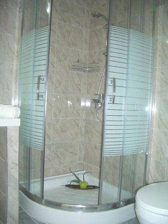 Voula Hotel: shower cabin