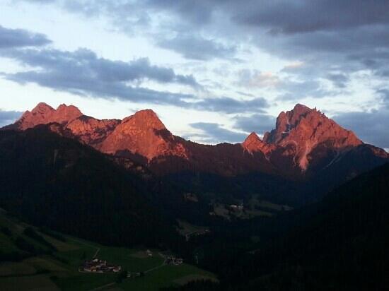 Berggasthaus Restaurant Moserhof: Dolomiti di Braies al tramonto