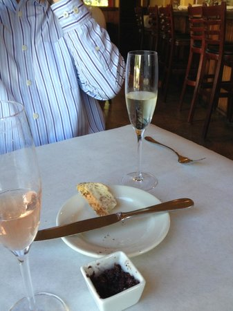 Bistro Des Copains: Bread and Sparkling Wine