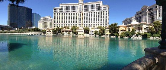 Casino at Bellagio: Fountain in front of Bellagio