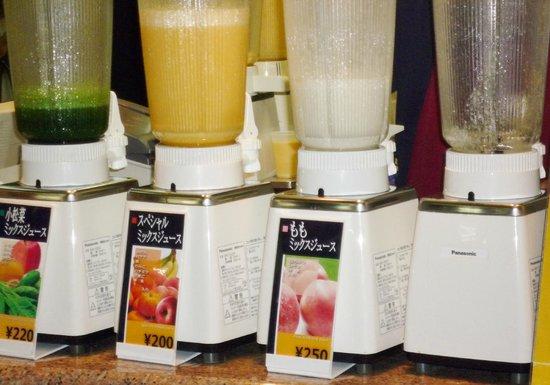 Hanshin Umeda Station Juice Stand: 定番以外に季節のフルーツのジュースもあります