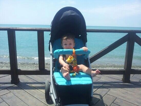 Lazur Beach Hotel: Набережная отеля