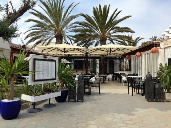 Grupotel Santa Eularia Hotel: Harbour bar Santa Eulalia