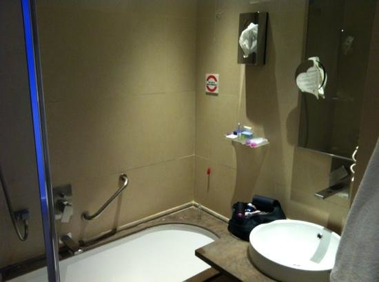 BEST WESTERN Premier Hotel Royal Santina: bathroom