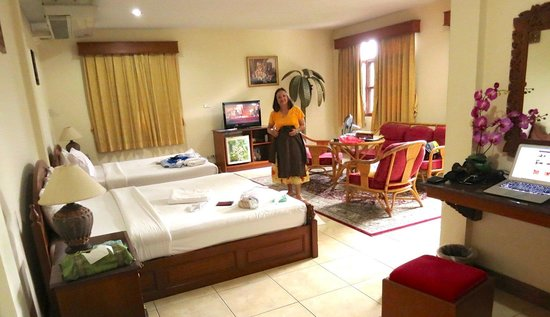Golden Cupids Hotel: Our second story suite