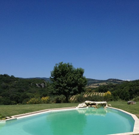Agriturismo Fontenuova : View from above the pool