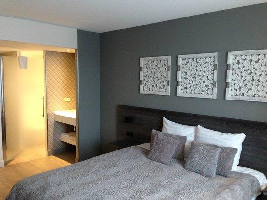 Hotel De Beurs: Bequemes Bett