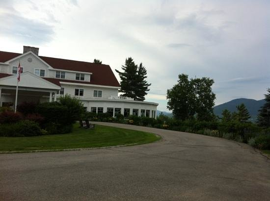 Ledges Restaurant: view from parking area