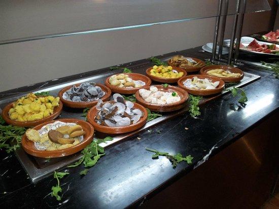 Sensimar Medina Gardens: Buffet marocain avec ses pâtisseries