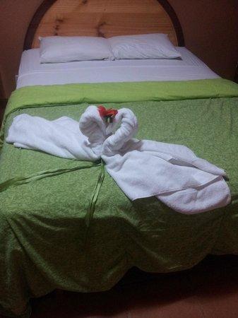 Hotel Lavas del Arenal : Cama matrimonial del hotel
