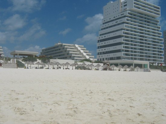 Park Royal Cancun: View from the beach